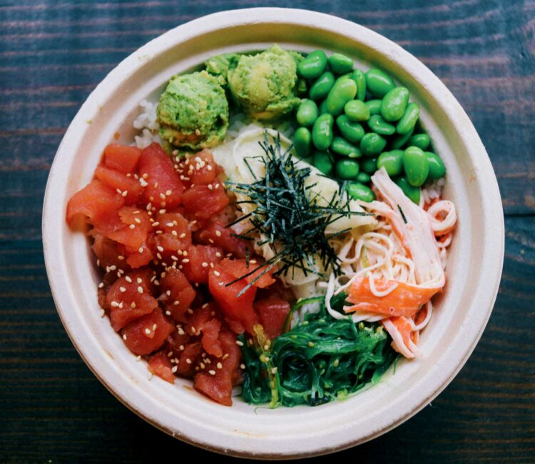 poke-bowl-with-tuna